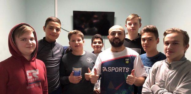 Эмин Мусеибов открывает школу фиферов